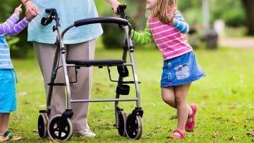 <thrive_headline click tho-post-7160 tho-test-229>I 10 Migliori Deambulatori per Anziani per la Mobilità Quotidiana</thrive_headline>