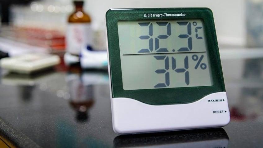 I 10 Migliori Termometri Ambiente Per Il Controllo Della Temperatura Termometro digitale da incollare all'esterno della finestra per vedere la temperatura esterna dall'ambiente interno. i 10 migliori termometri ambiente per